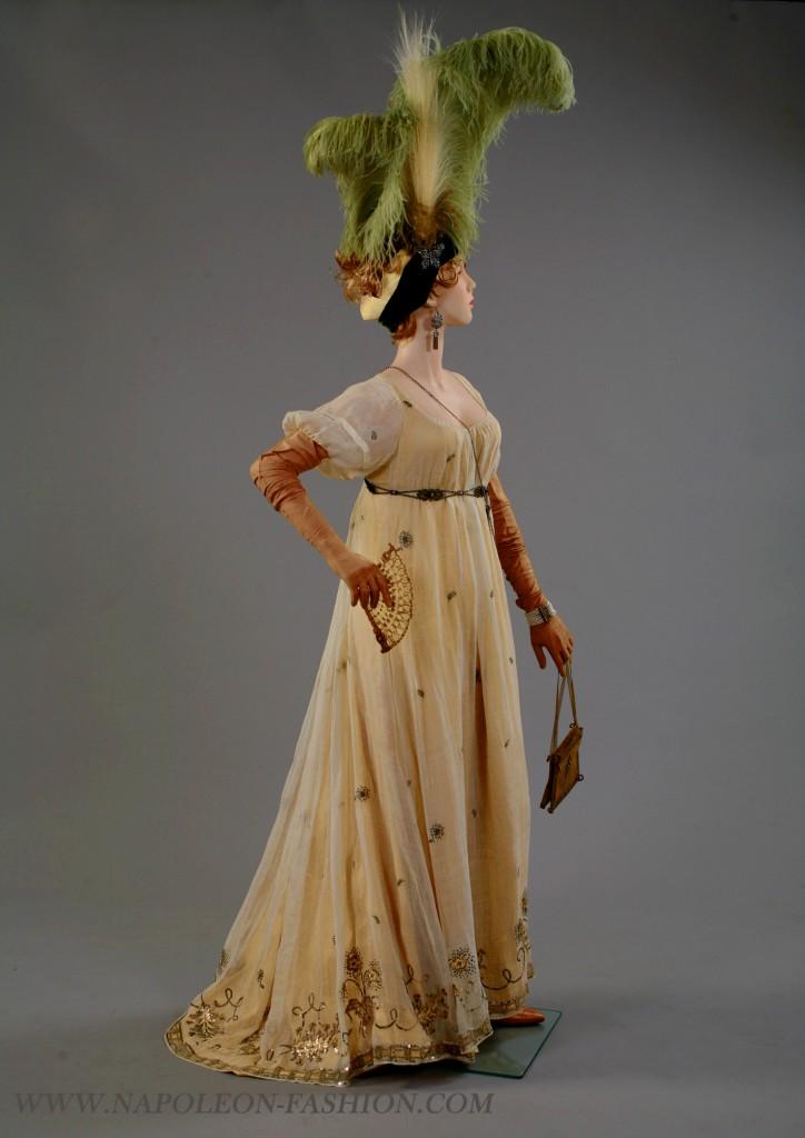Dress c.1800 at Napoleon Fashion