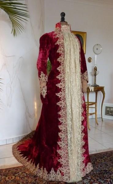 1888 Velvet dressing gown