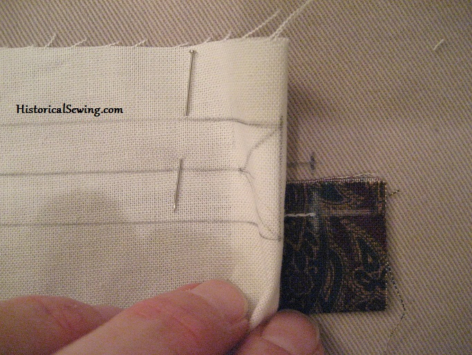 Aligning pocket lining to stitched welt