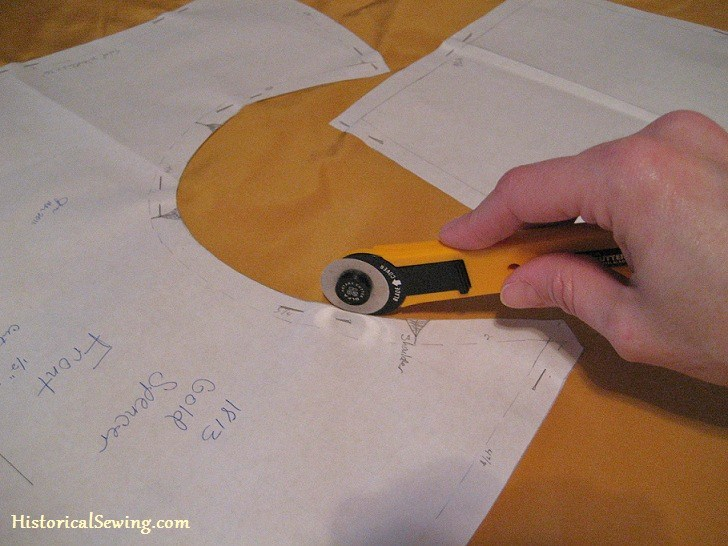 Cutting Armhole with Rotary Blade