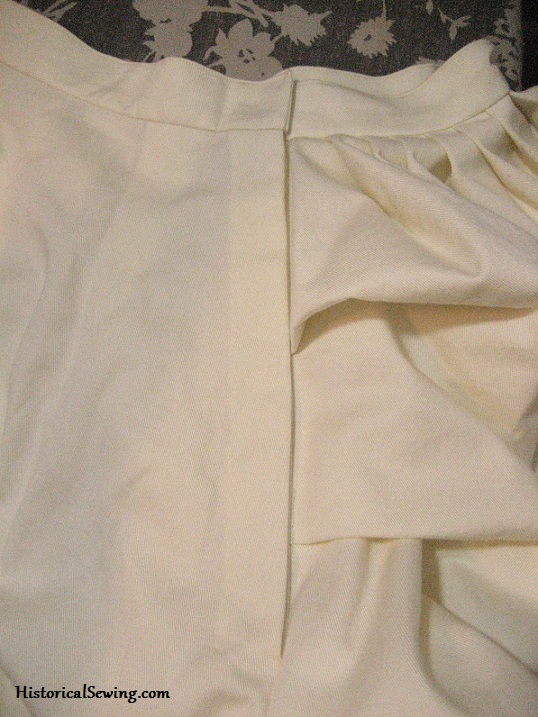 How to set in a hidden placket in Victorian skirts | HistoricalSewing.com