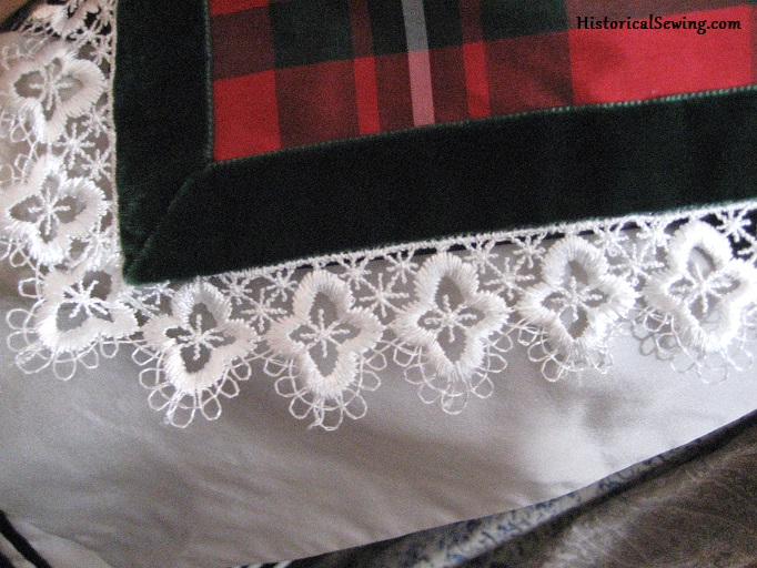 Velvet & lace trims on edge