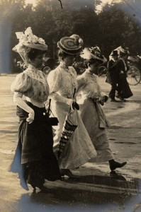 Women at the Champs Elysees, Paris, June 1906