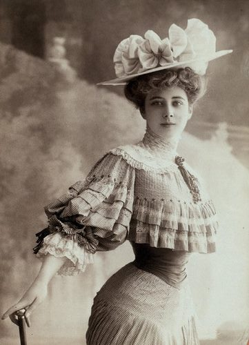 c.1905-10 Lady with small waist